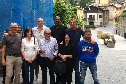 Thurl Bailey a Chiesa in Valmalenco tra Antonio Sala e Beppe Bosa